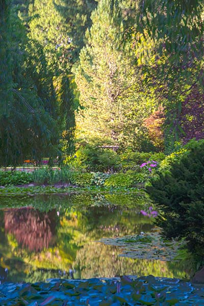 Butchart Garden HDR of the Pond